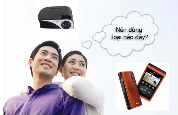 nên mua máy chiếu mini hay điện thoại có máy chiếu