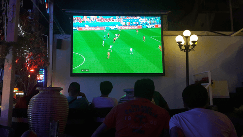 Đồng hành cùng bán kết U23 châu Á trên màn hình máy chiếu phiên bản rộng