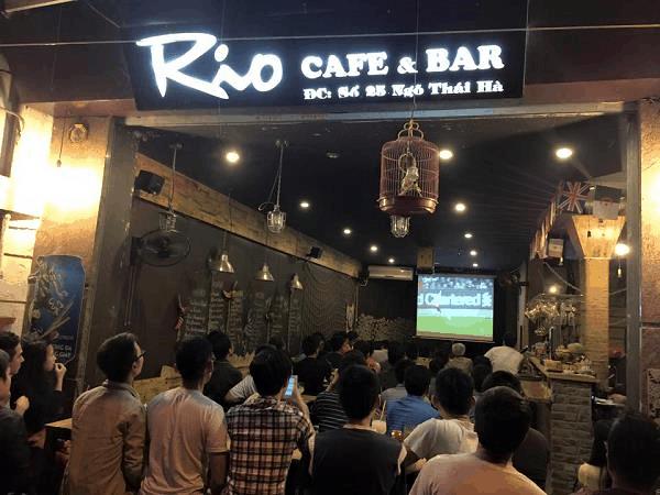 máy chiếu quán cafe